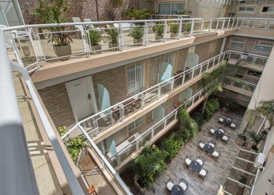 balcones-vista-al-patio