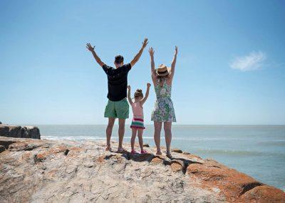 familia-saludando-el-horizonte